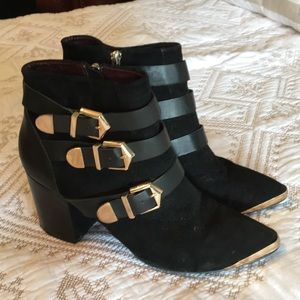 Stylish booties size 8! Like new!